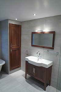 Wet Room with Bath & Cabinet Sink.