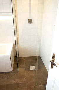 Wet Room with Bath & Chrome Edging.